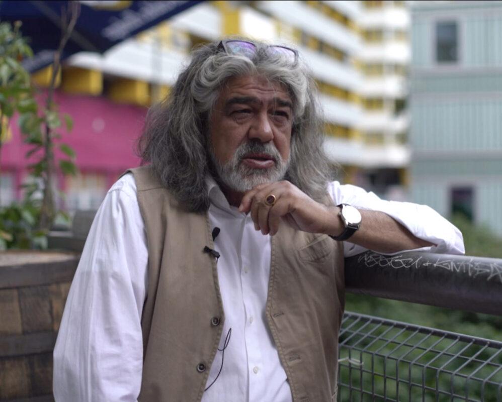 Ercan beim Interview am Kotti- Mit offenem Blick